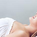 Frau bei der Kosmetikbehandlung
